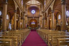 Iglesia de San Francisco, Castro, Chilo (ieradiaz) Tags: chile wood church bench madera arch banco iglesia castro arco chilo columnas