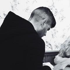 Y fwydlen / The menu (Rhisiart Hincks) Tags: portrait blackandwhite bw man blancoynegro caf menu caffe blancinegre portread blancetnoir duagwyn dyn zwartenwit zuribeltz feketefehr dubhagusbn gwennhadu siyahvebeyaz  bwydlen juodairbalta schwarzundweis ernabl mustajavalkoinen  crnoibelo melnsunbalts negruialb dubhagusgeal  rnoinbelo