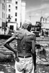 chicheri (Raquel lopez-chicheri) Tags: old people man building back mood hand cuba cuban azotea cubans lahabana cubanos lahabanasederrumba lahabanaisfallingdown