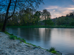 Abends an der Iller (Ulmi81) Tags: blue trees sunset sky reflection tree beach water strand river bayern evening abend sand wasser himmel olympus filter hour nd april ft fluss bume zuiko baum danube ulm dunkel omd reflektion donau em1 abendstimmung blaue 2016 neuulm iller stunde 1454 nd64 bayenwrttemberg illerspitz