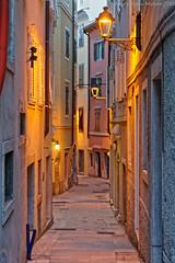 Vicolo Triestino (Abdujaparov) Tags: city italy europa europe italia outdoor vicolo hdr lanterna trieste sera citt vicoli trst veneziagiulia 2016 friuliveneziagiulia