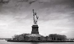 New York, statue de la libert, 3 (Patrick.Raymond (2M views)) Tags: nyc usa nikon tmax libert argentique expressyourself beautifulphoto