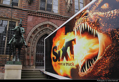 Look Who's Knocking, Bremen, Germany (JH_1982) Tags: world door city brick heritage architecture truck mouth germany deutschland fire town hall site funny dragon cityhall teeth flames gothic unesco fantasy roland architektur alemania townhall bremen werbung rathaus feuer bauwerk allemagne renaissance tr ville drago germania maul zhne dragn ayuntamiento gotik weltkulturerbe municipio drachen knocking sixt fantasie htel flammen drago weserrenaissance  klopfen brema brme advertisemnt