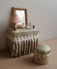 Vanity Set with Mirror and Stool 1:12 scale (RD1630) Tags: green lamp beautiful mirror miniatures lampe miniature pretty perfume spiegel vanity mini couch romantic stool 112 pouf dollhouse miniatur schminktisch puppenhaus flakon