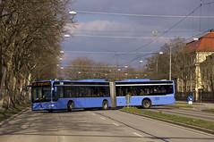 Citaro-Gelenkbus M-KC 7923 wendet am Leonrodplatz ber die Schwere-Reiter-Strae (Frederik Buchleitner) Tags: bus munich mnchen mercedes benz tram baustelle mercedesbenz sev streetcar omnibus westfriedhof mvg gelenkbus trambahn citaro linie21 schienenersatzverkehr strasenbahn hadersdorfer ersatzbus mkc7923