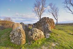 Dolmen_SanMartn (roli_photos) Tags: arbol arquitectura nikon nubes campo laguardia alava piedras dolmen d600