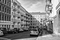 Berlin-Kreuzberg (Fliwatuet) Tags: bw berlin kreuzberg germany de deutschland blackwhite panasonic sw monochrom ostern m43 mft schwarzweis em5 20mm17 olympusomd