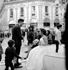 Gli Sposi - Milano Galleria (Phil Adelphia) Tags: blackandwhite tlr film rolleiflex mediumformat dof kodak bokeh tmax milano 120film d76 galleria versace mittelformat