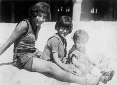 lucy grandmom george - on the beach 1 (Doctor Casino) Tags: kids judy grandmom florentine godel girth lucymiller