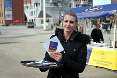 Maak het verschil op 6 april (Gerard de Boer) Tags: rotterdam blaak 9 april referendum campagne stroopwafel binnenrotte geenpeil