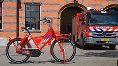 WorkCycles Fr8 Fire Bike (@WorkCycles) Tags: bike brandblusser brandweer extinguisher fiets fire firefighter fr8 rood station transportfiets workcycles