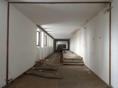 L'un des couloirs de l'aile gauche