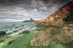 Fuga rocosa (Aristides Díaz) Tags: mar rocas reflejos nubes sigma1020 cabodegata algas paisajevolcánico marmediterráneo