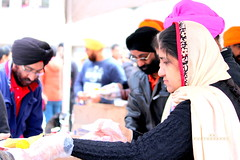 serving food (Honey Agarwal) Tags: family music food toronto ontario canada color kitchen proud john square army drums blog downtown nathan mayor kathleen prayer free parade celebration event meal april greetings females turban sikh punjab kirtan wynne marshal gurudwara humans tory nagar punjabi guru hapiness waheguru serve khalsa 2016 vaisakhi sikhnewyear khalsaday sikhi nathanphilips dhol khanda langar panth osgc seaofcolors turbancolor parade2016 withahugeparadedowntown