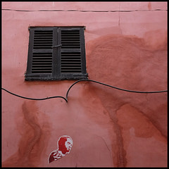 palma | looking up, looking down (foto.phrend) Tags: pink window wall square decay fujifilm mallorca palma