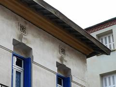 (Claudie K) Tags: cerbre toits gnoise dtailsarchitecturaux arationcombles rivesbois gouttirecramique