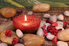 kerze (Giy dn tng, Thm tri sn, Sn nh) Tags: rot austria licht symbol blumen kerze steine flamme spa stein brennen aroma wellness sinne hintergrund rote deko dekoration brennend gesundheit entspannung ruhe therapie potpurri sinnlich wohlbefinden bambusmatte