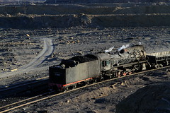 I_B_IMG_6379 (florian_grupp) Tags: china railroad train landscape asia mine desert muslim railway steam xinjiang mikado locomotive coal js steamlocomotive 282 opencastmine sandaoling
