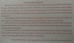 """Ho Chi Minh Ville: lettre d'une jeune fille handicapée vietnamienne au Président Obama (seconde génération de victimes des produits toxiques) <a style=""""margin-left:10px; font-size:0.8em;"""" href=""""http://www.flickr.com/photos/127723101@N04/24042194673/"""" target=""""_blank"""">@flickr</a>"""