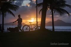 Santos sunset (Stefan Lambauer) Tags: sunset pordosol summer brazil people sun sol praia bike brasil br sopaulo orla bicicleta santos jardins finaldetarde 2016 stefanlambauer