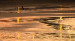 La Playa recibe el Nuevo Ao (Lagavulin2) Tags: espaa gijn asturias invierno sanlorenzo playas reflejos playadesanlorenzo 2015 flaga pdorado stylus1