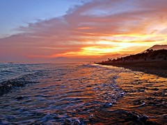 La orilla (Antonio Chacon) Tags: sunset espaa atardecer mar spain andalucia costadelsol mediterrneo mlaga marbella