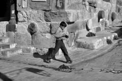 Syria - Aleppo (luca marella) Tags: street boy bw bread blackwhite middleeast documentary social bn biancoenero reportage siria marellaluca