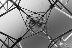 Pylônes (Lionelcolomb) Tags: bw lines canon energie perspective nb lignes noirblanc pylone pylôneelectrique