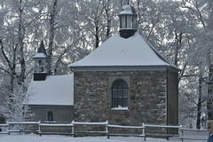La petite chapelle sous la neige et le givre (Flikkersteph -4,000,000 views ,thank you!) Tags: trees winter snow belgium overcast chapel freeze lighteffect hautesfagnes marshlands beautyofnature coldtemperature graycolors