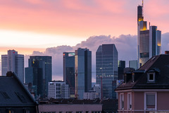 Frankfurt Skyline Skyporn (frescographic) Tags: city sunset sun skyline clouds skyscraper sonnenuntergang nightshot sundown dusk frankfurt wolken dmmerung goldenhour mainhatten commerzbank skyporn nikon1 goldenestunde