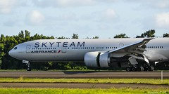Close Up November ×2 (Maxime C-M ✈) Tags: from sky paris france airplane photography airport 10 martinique aircraft aviation air flight special landing vol af arrival reverse 777 runway spotting orly arrivée piste livery spoilers atterrissage aéroport b777 fdf afr 972 madinina spéciale ge90 skyteam tfff 77w livrée b77w aérofreins af824 fgznn afr842