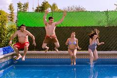 A la alberca !!! (Alyaz7) Tags: girls boys water pool familia mxico fun jump agua enjoy salto swimsuit vacations vacaciones highspeed diversin alberca altavelocidad oaxtepec rawquality nikond7200 lentenikonnikkorafs1855mm13556giidxvr tripiedolicagx600b200 flashtriggersyongnuorf603nii