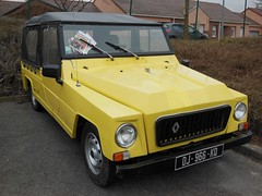 RENAULT Rodeo jaune (capote) (xavnco2) Tags: show classic cars car yellow club jaune automobile meeting pickup renault exposition rodeo autos bourse acl capote arras classique anciennes 2016 ravera6a