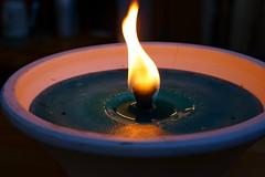 im Schein der Kerze (SmoHoHo) Tags: light fire licht candle kerze feuer flamme ton schale wachs schein kerzenhalter