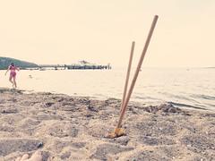 Baustellenpause (Markus Rödder (ZoomLab)) Tags: strand sand meer burg schaufel burgen ammeer sandburgen schüppen