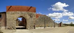 Tmara de Campos (santiagolopezpastor) Tags: espaa wall spain gate medieval walls espagne middleages muralla castilla palencia castillaylen murallas provinciadepalencia