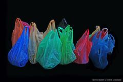 Umwelt (Erwin Lorenzen) Tags: germany deutschland still outdoor hamburg elo bunt plasticbags tten umwelt einkaufstten canoneos5dmarkii plastiktueten tueten
