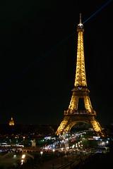 La Tour Eiffel (lltasca) Tags: voyage city travel light cidade paris france tower monument architecture night french europa europe torre tour nightshot lumire monumento frana eiffel viagem noite luzes nuit franais ville francs