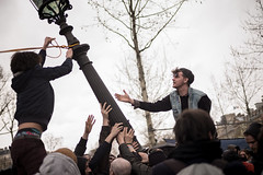 "7me nuit d'occupation de la Place de la Rpublique par le collectif ""Nuit debout"" - Paris, 6 avril 2016 (ND_Paris) Tags: paris france main jeunesse revolution chute greve fra manif manifestation occupation jeune occupy revolte entraide nuitdebout"