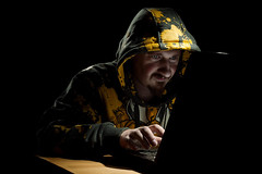 Hacker (mad_airbrush) Tags: portrait selfportrait me canon eos 50mm laptop flash hoody 5d hacker blitz ich secrets strobe speedlite 430ex strobistcom strobist 580exii strobistandalaptop yongnuo 5dmkii yn622c