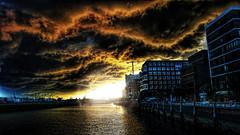 Der Sturm (Miradortigre) Tags: city sun storm sol weather deutschland hamburg ciudad tormenta hamburgo allemagne hambourg cita hafencity rayos clima cite sturm ハンバーグ ドイツ 德国 汉堡 германия citiescape гамбург