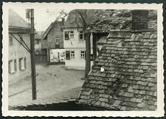 Archiv D218 Nauheim, 1947 (Hans-Michael Tappen) Tags: outdoor 1940s architektur 1947 nauheim stadtansicht kopfsteinpflaster baustil fotorahmen 1940er archivhansmichaeltappen