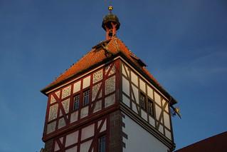 Toren in zonlicht.