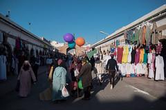De toutes les couleurs (cafard cosmique) Tags: africa street portrait portraits photography photo foto image northafrica retrato streetphotography portrt morocco maroc tradition portret marruecos ritratto essaouira marokko marrocos afrique