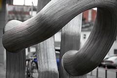 Geschwungen  Hannover (frodul) Tags: deutschland kunst skulptur hannover genesis rohr ausstellung stahl niedersachsen objekt rhren matschinsky denninghoff strasenkunst kunstobjekt