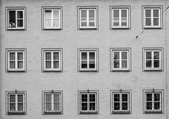 090/366 - Stadtlandschaften / Urban landspaces (Boris Thaser) Tags: street city people blackandwhite bw man window architecture facade project germany bayern deutschland bavaria flickr pattern adult candid fenster streetphotography scene menschen explore stadt creativecommons photoaday architektur sw mann 365 unposed 75 citylandscape muster projekt augsburg fassade tog urbanlandscape pictureaday szene scheibe 366 ungestellt schwarzweis project365 querformat landscapeformat stadtlandschaft project366 erwachsener strasenfotografie streettog fujifilmxt1 fujixt1 zweisichtde zweisichtig