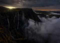 El salto del Nervin (sgsierra) Tags: sunset espaa sun mountain sol fog ro landscape atardecer agua europa paisaje salto montaa burgos niebla nube cascada nervin berberana