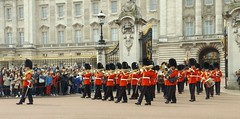 band of the welsh guards 11 04 2016 (6) (philipbisset275) Tags: unitedkingdom victoriamemorial centrallondon cityofwestminster englandgreatbritain bandofthewelshguards 11042016