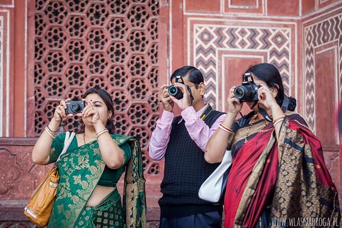 Turyści w Tadź Mahal