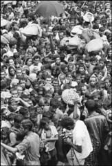 Bengali Refugee Camp in India, 1971 (liberationwarbangladesh.org) Tags: umbrella exterior faces refugee crowd foule sack extrieur calcutta parapluie viewfromabove accumulation vaccination rfugi entassement indiaall vueplongeante indetout sacdejute asiansouthasianorigin asiatiquedelasiedusud bangladeshwarofindependence bangladaisnationalit bangladeshinationality guerredindpendancedubangladesh